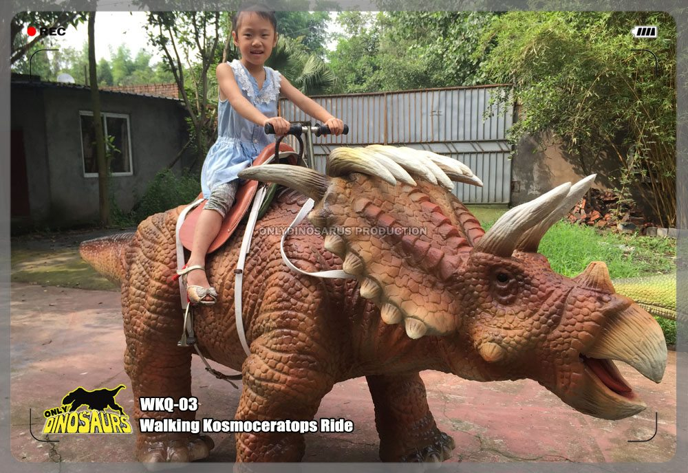 Walking Kosmoceratops Ride