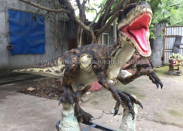 4m Animatronic Velociraptor